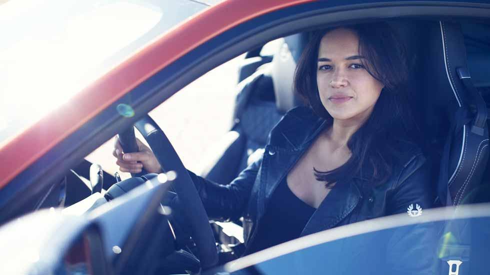 La actriz Michelle Rodríguez, a más de 320 km/h con el Jaguar F-Type (vídeo y fotos)