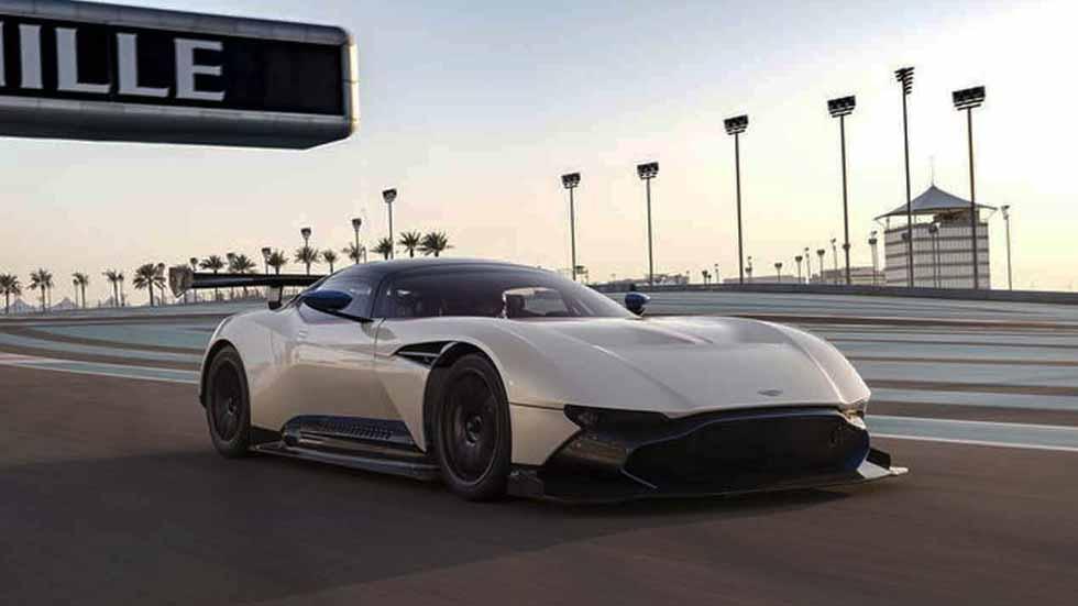 Prueba: Aston Martin Vulcan en el Circuito Yas Marina. Sin palabras...