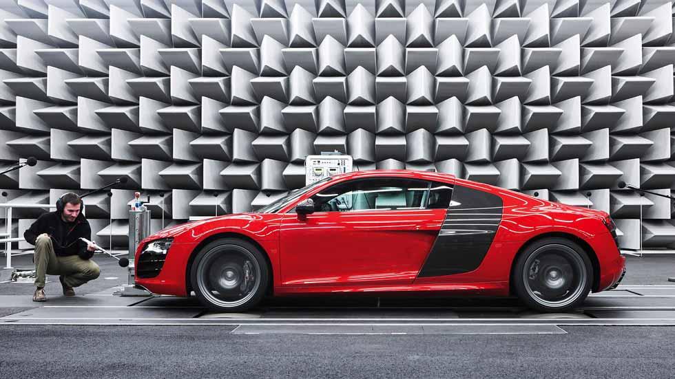 Dudas: ¿es cierto que a los coches deportivos se les permite ser más ruidosos?
