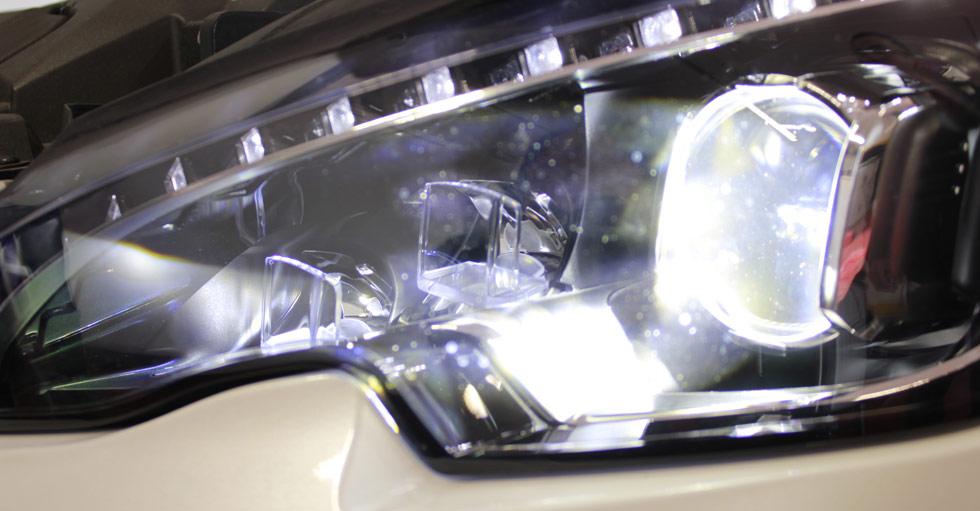 Duro estudio en EE.UU.: sólo un coche cuenta con unas luces aceptables