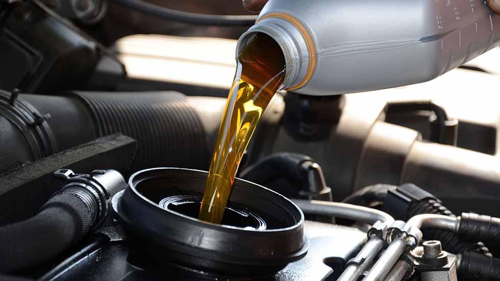 Dudas: ¿dónde acaba el aceite usado de un coche?