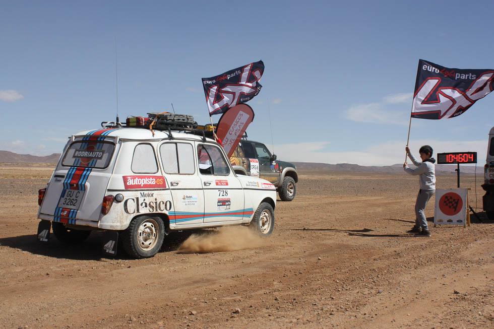 Nuestra aventura  por el desierto en un Renault 4