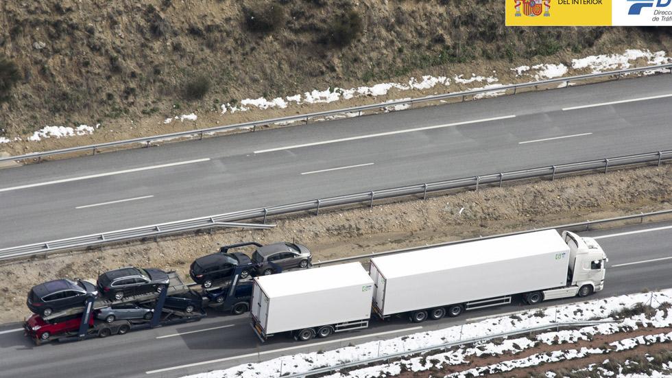 Megatrailers en España: Tráfico delimita sus normas de circulación