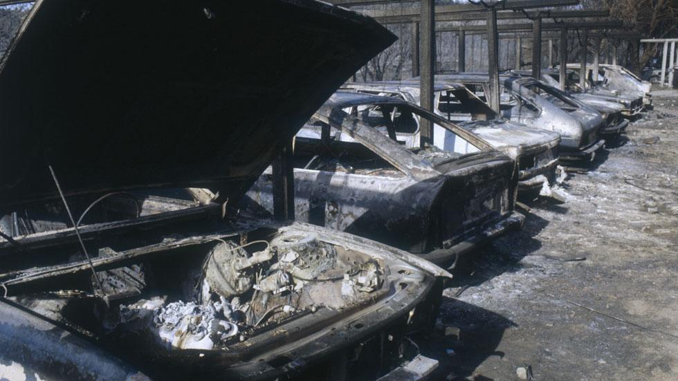 Me han quemado el coche, ¿cómo y cuándo reclamar al seguro?