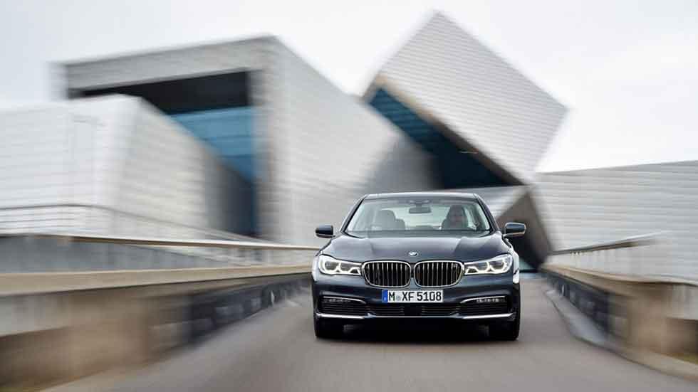 BMW para las ventas de su Serie 7 por llamada a revisión