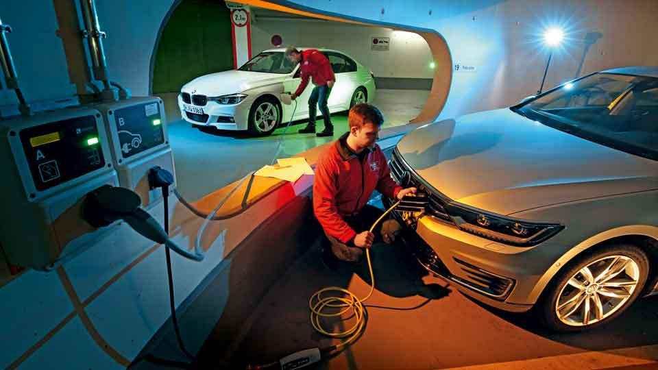 Revista Autopista 2956: BMW 330E vs VW Passat GTE