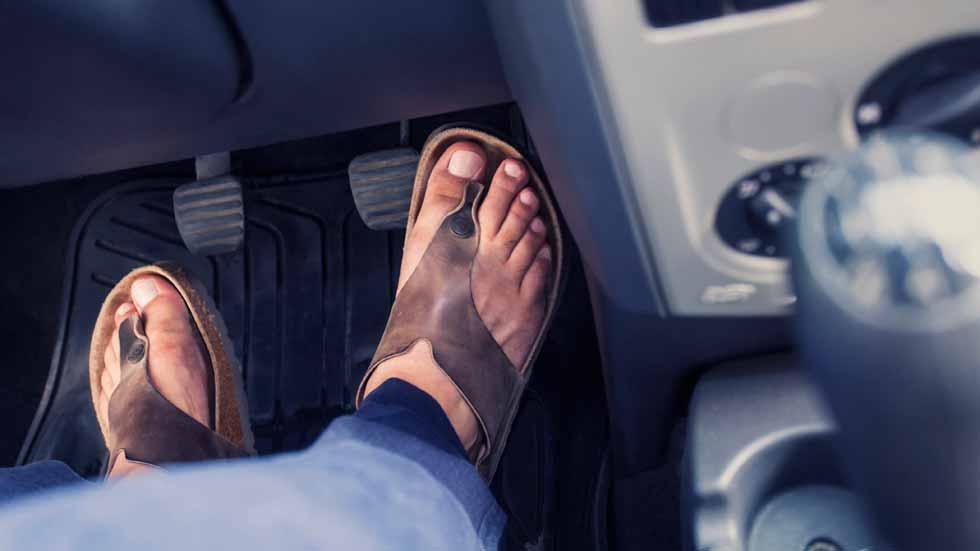 Dudas: ¿cuál es el calzado más adecuado para conducir?