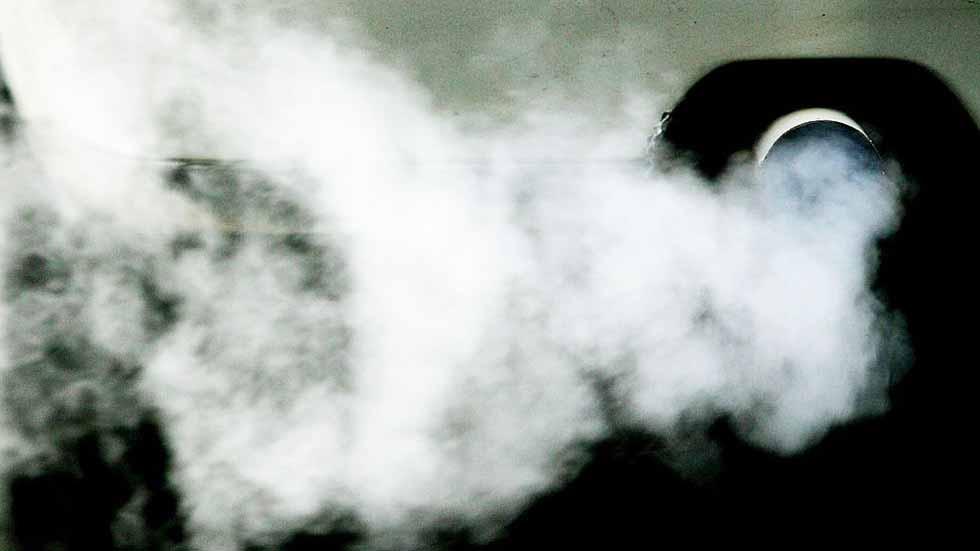 Dudas: humo blanco por el escape, ¿qué puede pasar?