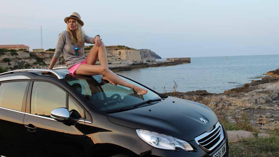 María León, comunicadora, embajadora de Peugeot… y conductora