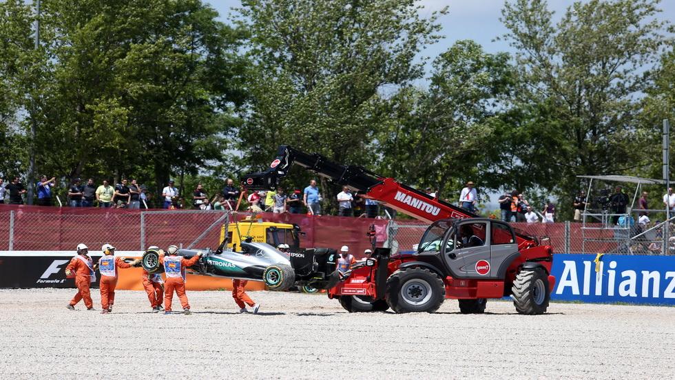 GP de España de F1: Accidente entre los dos Mercedes