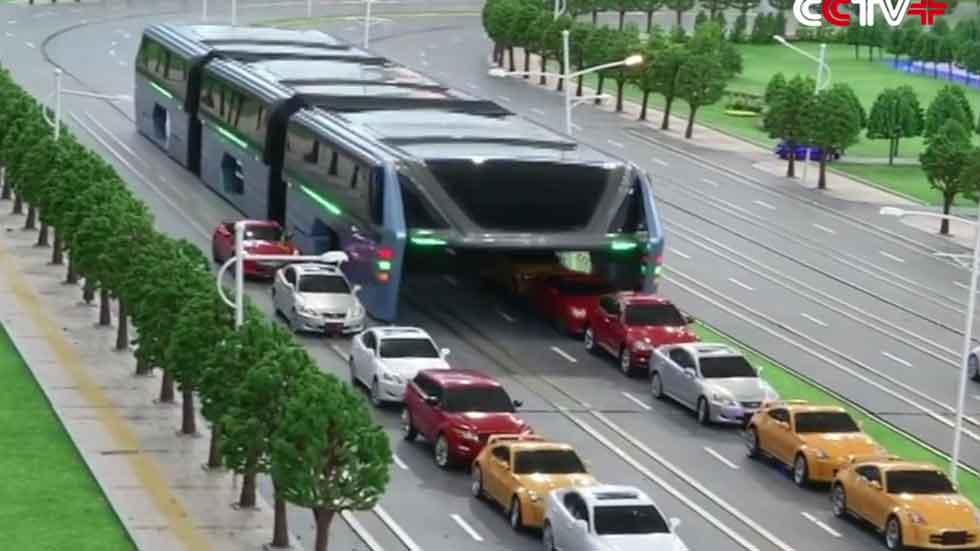 El autobús del futuro: circula por encima de los coches (vídeo)