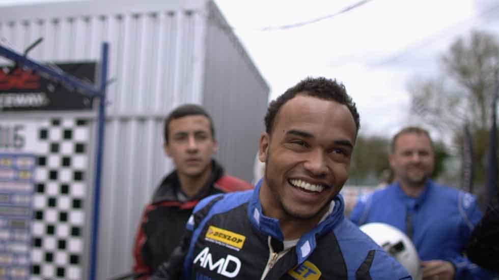 Nicolas Hamilton: cuando la parálisis cerebral no te impide ser piloto (vídeo)