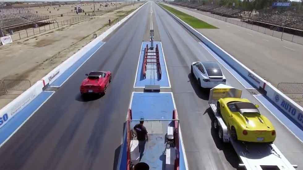 Alfa Romeo 4C vs Tesla Model X P90D… remolcando otro 4C (vídeo)
