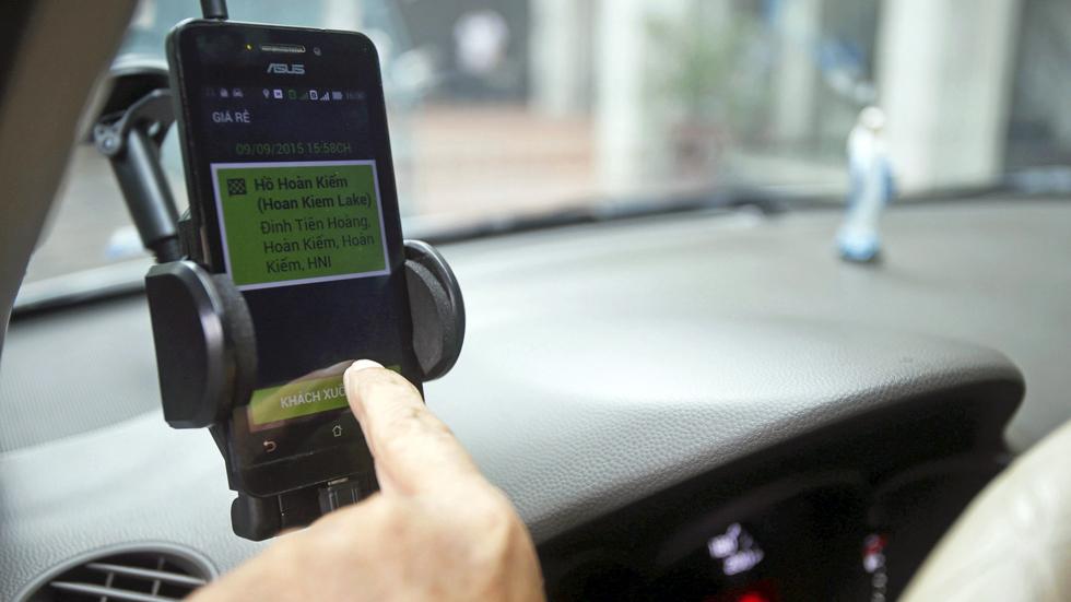 La Policía controlará tu móvil para saber si lo usas al volante