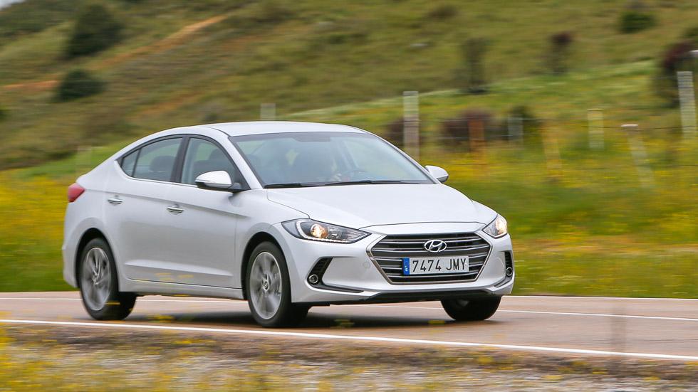 Hyundai Elantra 1.6 CRDi, a prueba un sedán grande y barato