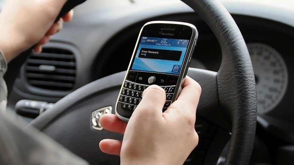 ¿Cuántos puntos del carné perdemos por usar el móvil?
