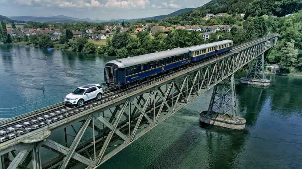¿Puede un Land Rover Discovery Sport remolcar un tren de 100 toneladas? (fotos y vídeo)
