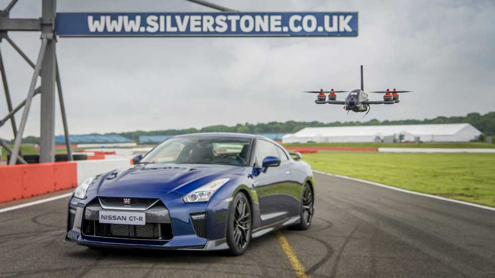 Un drone capaz de competir contra el Nissan GT-R (vídeo)
