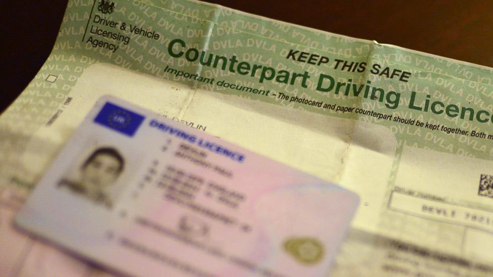 Brexit: conducir en el Reino Unido con carné español, más difícil