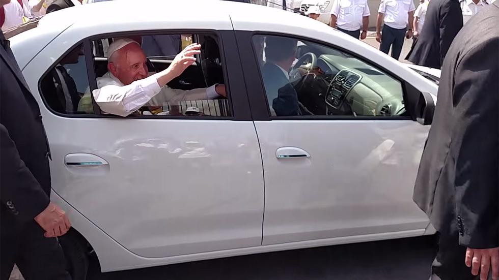 El nuevo coche del Papa es… ¡un Dacia Logan!