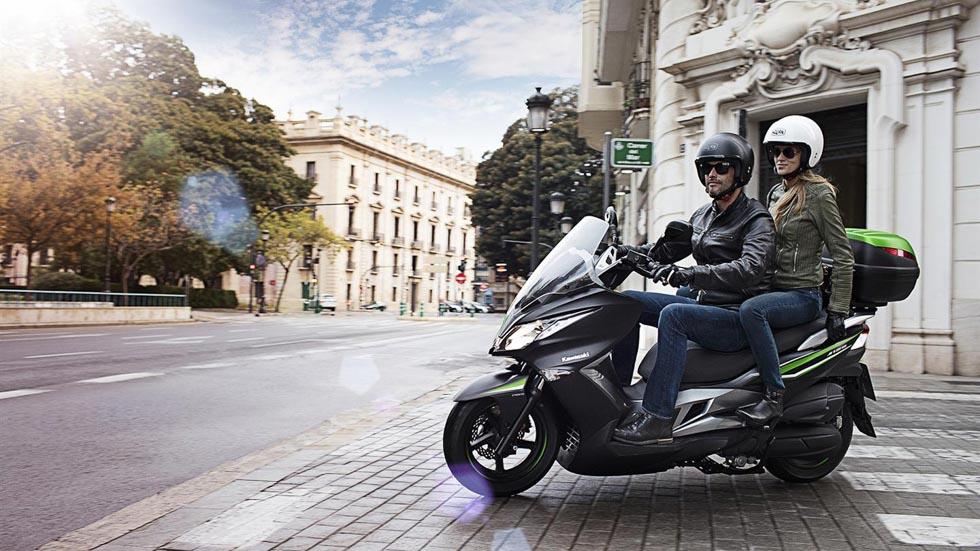 Ahorra tiempo y dinero con tu carné de coche: nace la Kawasaki J125