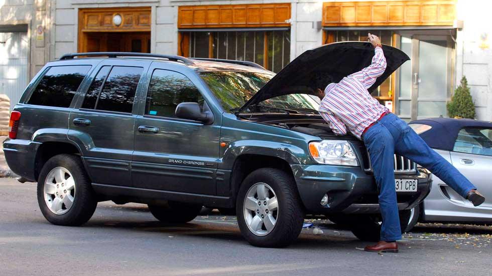 Revisa tu coche: 1 de cada 10 conductores se queda tirado