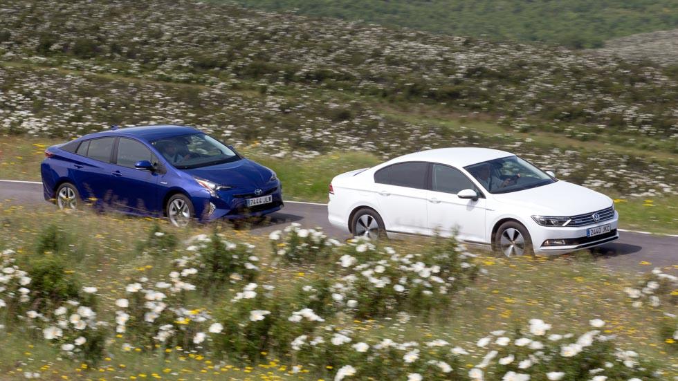 Toyota Prius vs VW Passat 1.6 TDI BlueMotion: ¿cuál es mejor?