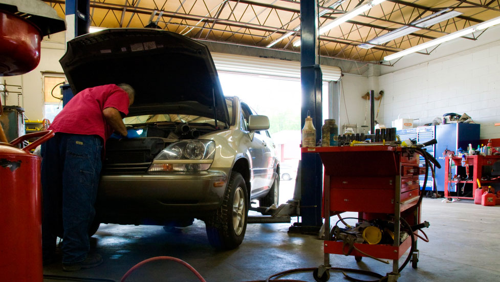 Revisión del coche en verano: neumáticos, luces, líquidos, aceite...