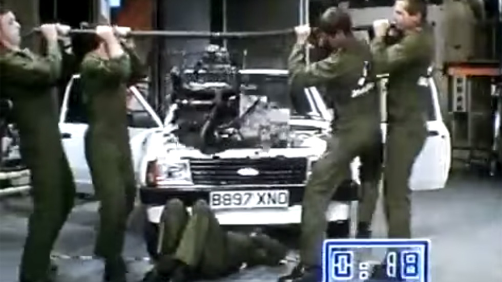 ¿Se puede cambiar un motor de un Ford Escort en 42 segundos? (vídeo)