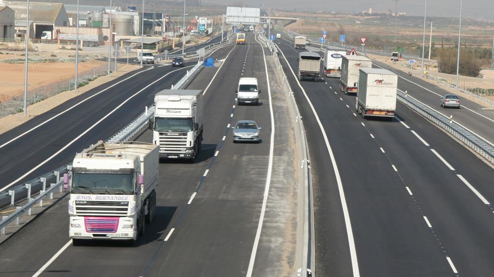 Multa de 2.930 millones de euros a cinco fabricantes de camiones por pactar precios