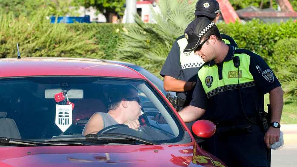 Conductor sin carné, borracho y con joyas presuntamente robadas