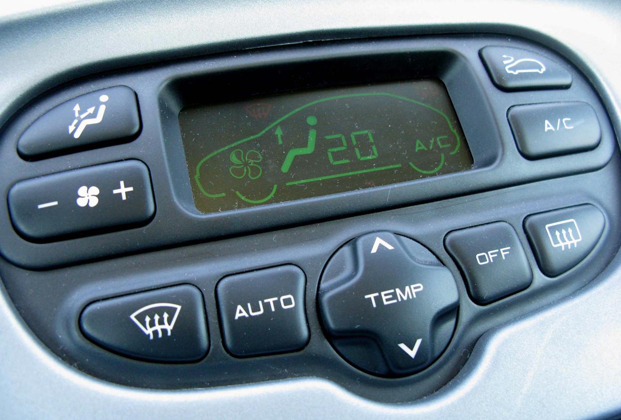 ¿Influye el aire acondicionado del coche en los reflejos del conductor?