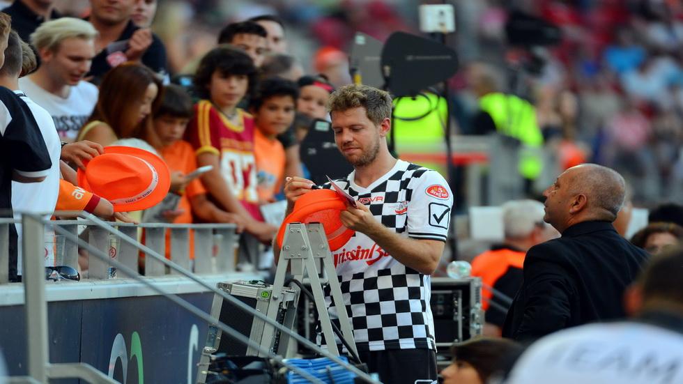 GP de Alemania de Fórmula 1: partido de fútbol en apoyo a Schumacher
