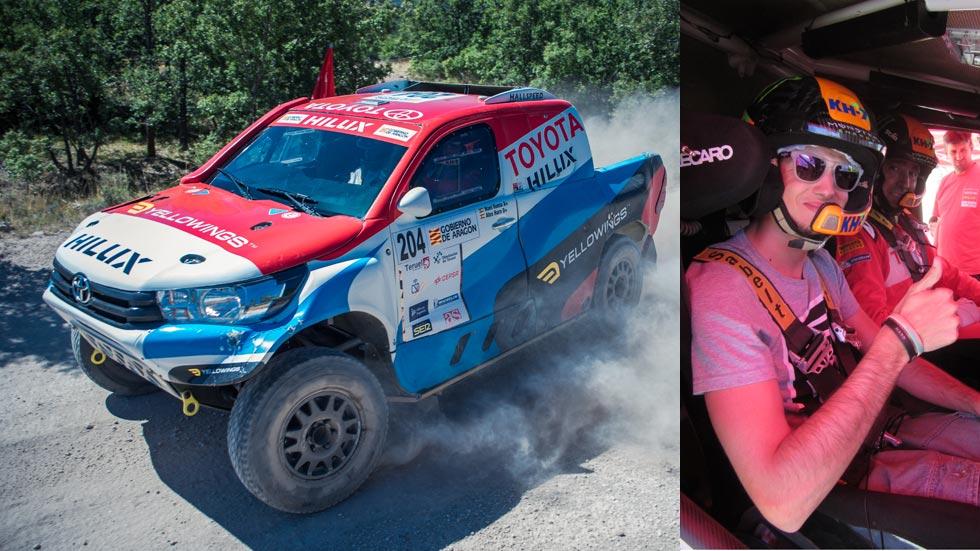De copiloto con Nani Roma en su nuevo Toyota Hilux para el Dakar (vídeo)