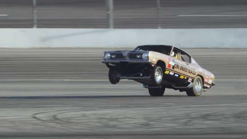 Jay Leno sufre un accidente con un Hemi Under Glass (vídeo)