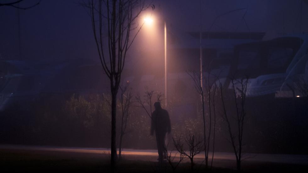 ¿Qué multa te pueden poner si caminas mal por la carretera?