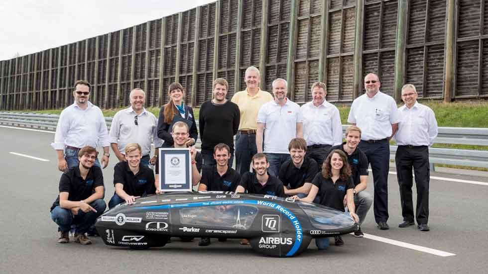 El récord de autonomía de un coche eléctrico: ¡casi 11.000 km! (vídeo y fotos)