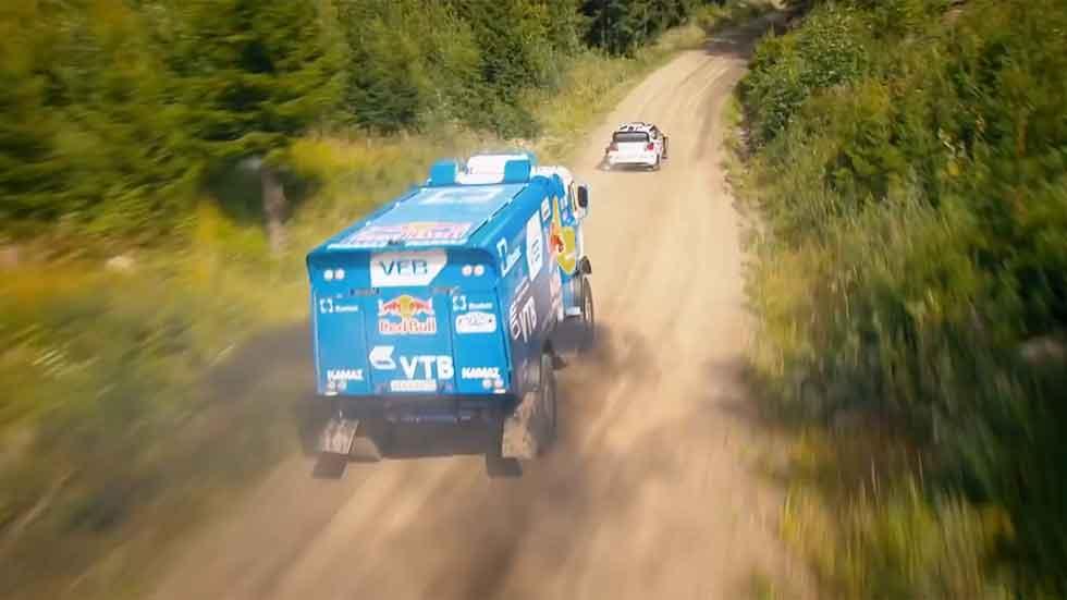 ¿Qué es más rápido: un coche de rallyes o un camión del Dakar? (Vídeo)