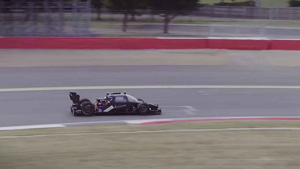 Así rueda ya el 'DevBot', el coche de carreras autónomo (vídeo)