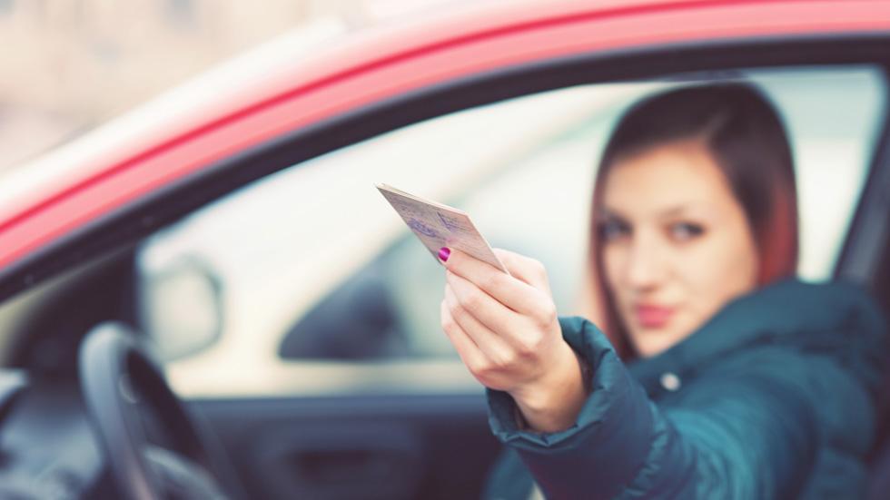 ¿Puedes conducir con cero puntos en el carné?