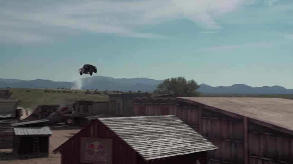El salto más largo del mundo en coche (vídeo)