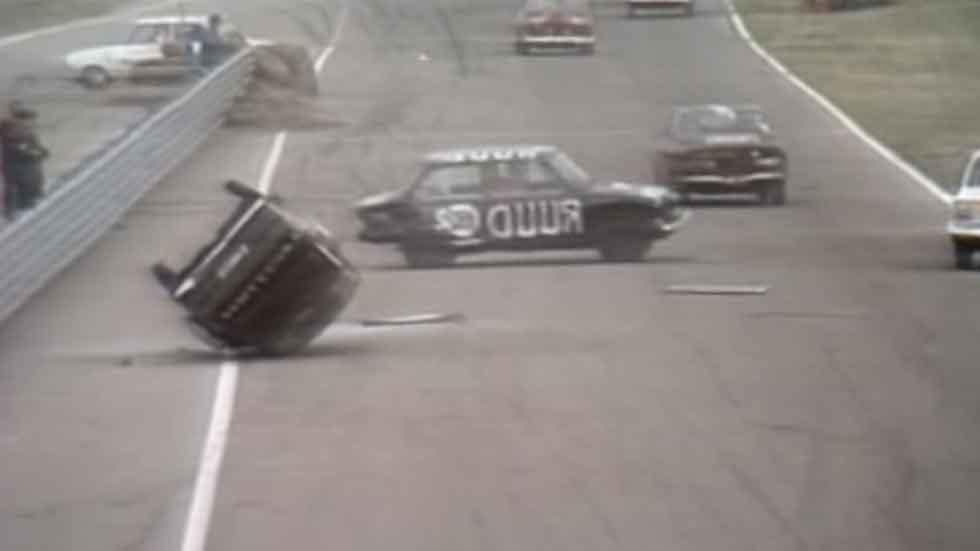 Una competición curiosa: carreras de coches marcha atrás (vídeos)