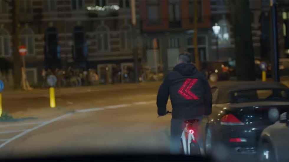 La chaqueta inteligente que evitaría miles de accidentes de ciclistas (vídeo)