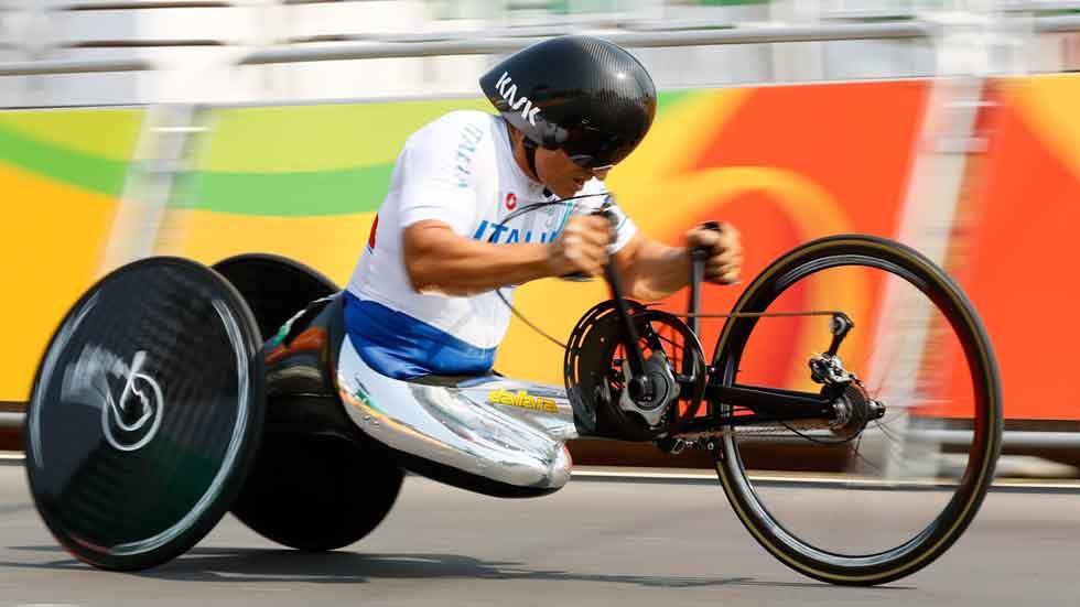 El ex piloto Zanardi gana una medalla en los Juegos Paralímpicos