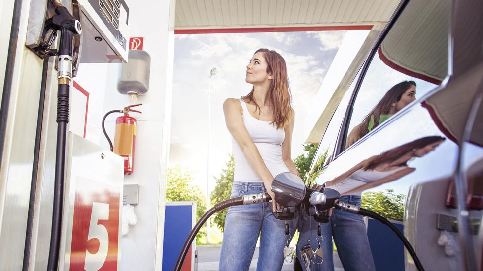 ¿Cuánto dinero gastan los españoles en combustible al año?