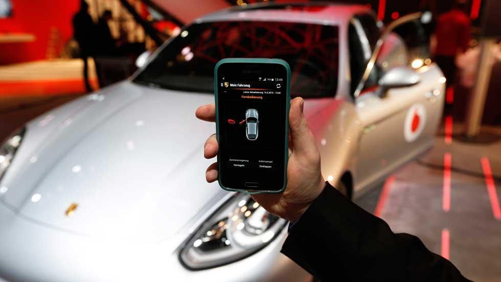 ¿Por qué no deberías conectar tu móvil a un coche de alquiler?