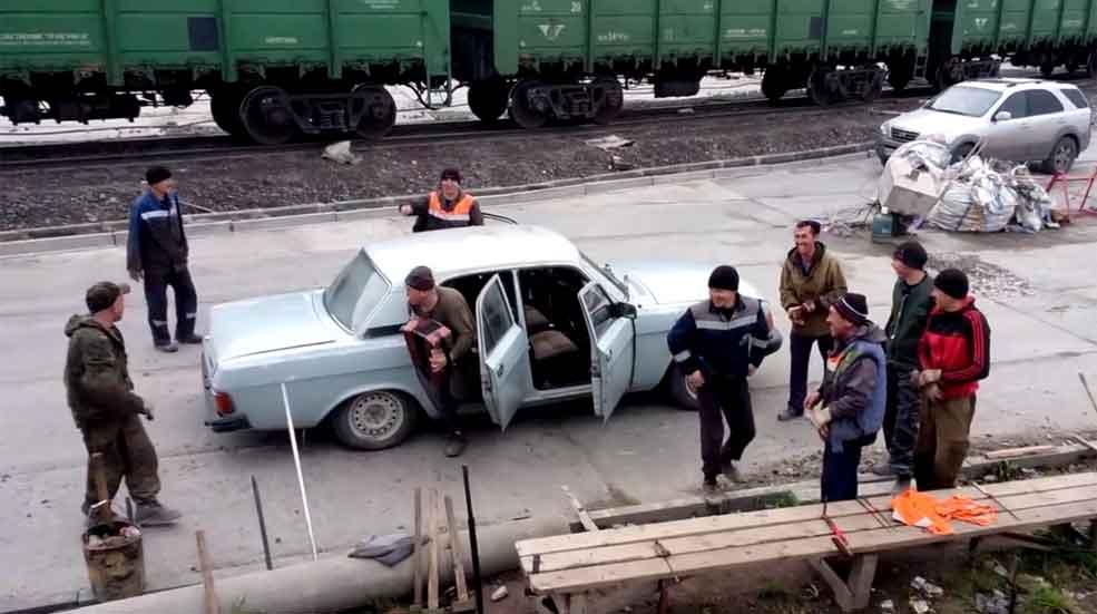 ¿Cuántas personas entran en un coche? (Video)