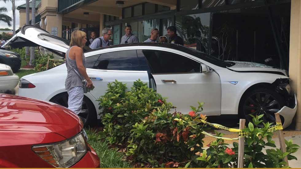 Otro accidente de un Tesla, y ya van…