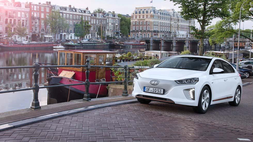 Hyundai Ioniq eléctrico: ¡emisiones cero, diversión 100!