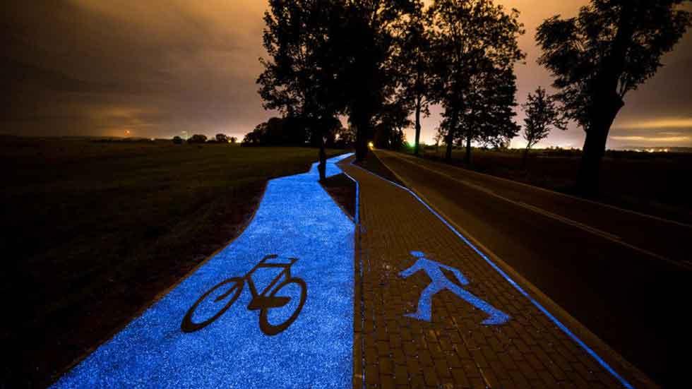 Así es el carril bici que brilla por la noche